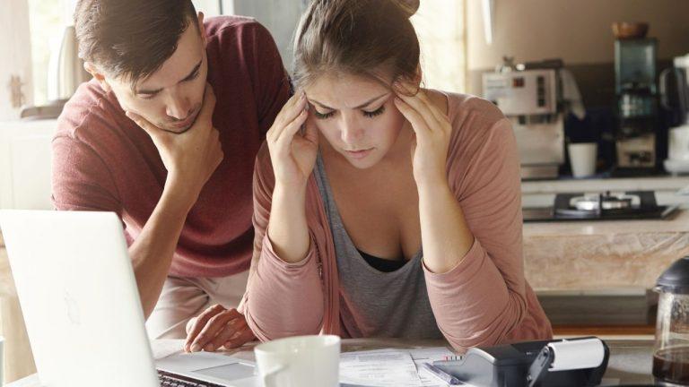 Problemas financeiros: motivos e soluções